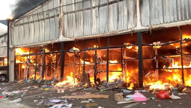 """Al 72 doden na protesten in Zuid-Afrika: """"Plunderaars pakken alles mee wat ze kunnen"""""""