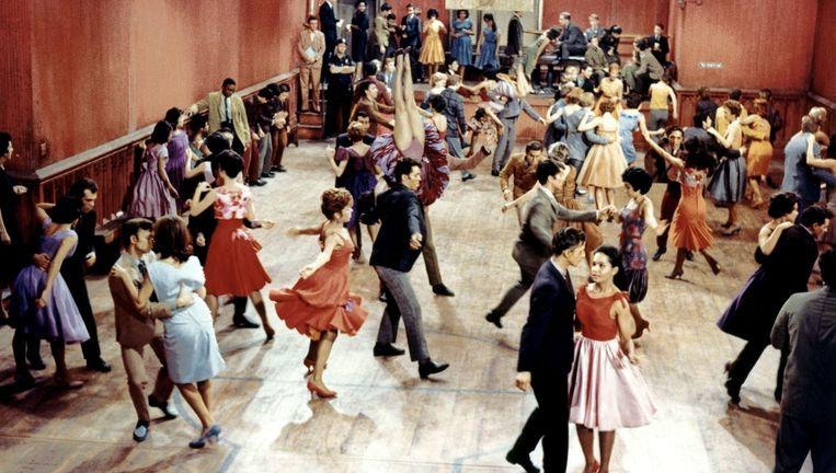 West Side Story, een 'moderne' herwerking van Romeo en Julia, gaat over de onmogelijke liefde tussen Tony (boven links) en Maria (boven rechts), beiden lid van rivaliserende bendes. Beeld kos