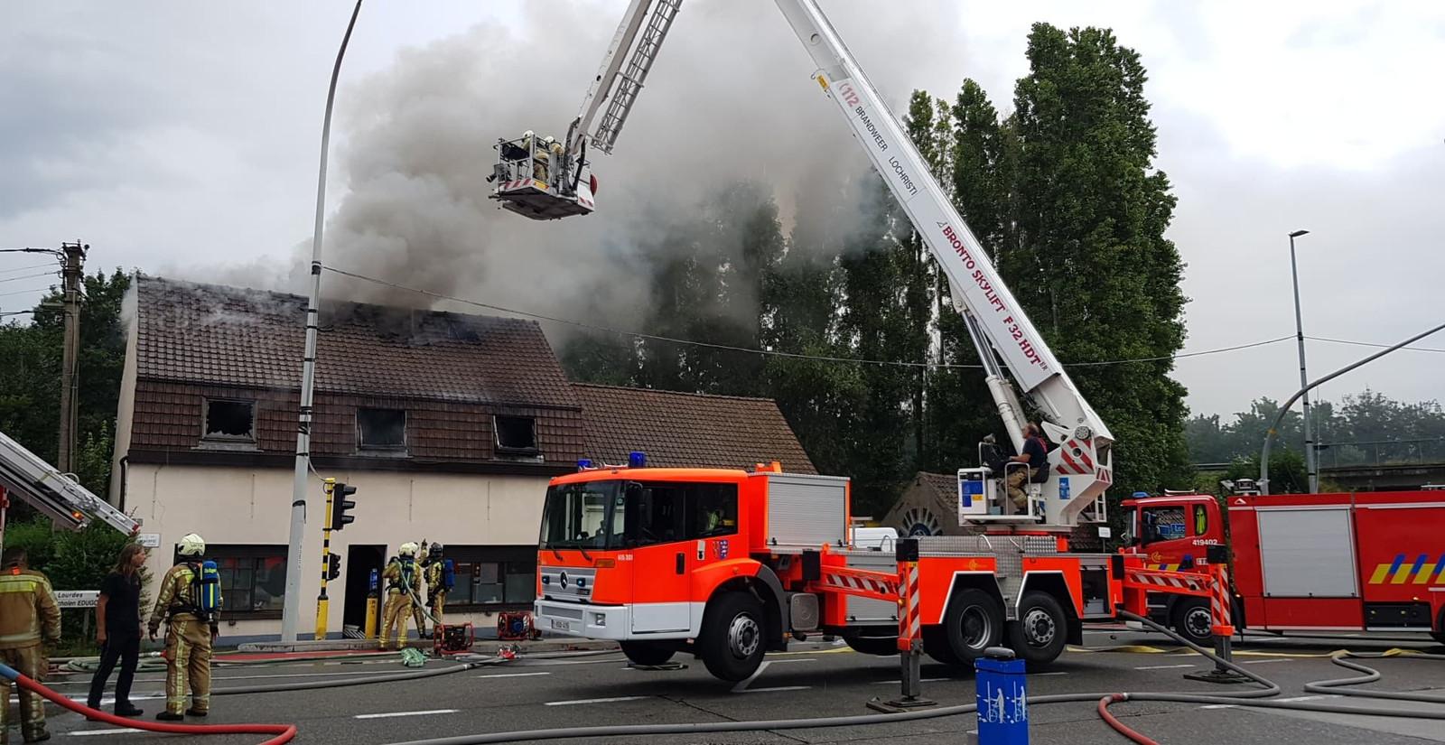 De schade door de brand is zwaar. Antwerpsesteenweg Oostakker