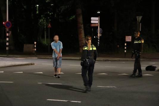 De politie houdt in Den Haag een verwarde man aan die mogelijk onder invloed van flakka is.