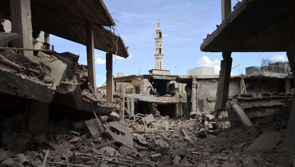 Onder meer in de Syrische stad Talbisseh voerden Russische gevechtsvliegtuigen vandaag aanvallen uit.