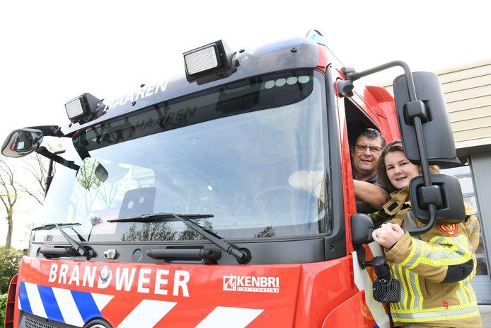 Iris van de Wiel is de eerste vrouw bij de vrijwillige brandweer in Haaren. Haar vader Albert van de Wiel is er postcommandant.