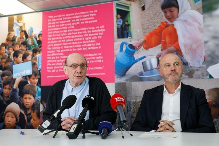 Eddy Boutmans en Roland Steisel van Unicef België geven uitleg bij het ontslag van Bernard Sintobin, 'om de sereniteit en geloofwaardigheid van de organisatie veilig te stellen'. Beeld BELGA