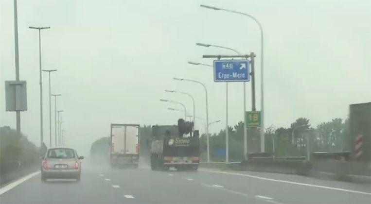 1 op de 3 vrachtwagenchauffeurs (met een Belgische nummerplaat) negeert het inhaalverbod bij regenweer.