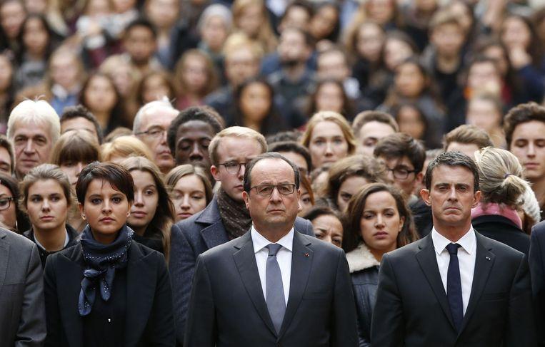 De Franse premier Valls (r), president Hollande en minister Najat Vallaud-Belkacem (Onderwijs, l) Beeld AFP