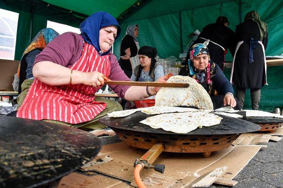 De buurtbewoners konden op de 'Kermes' genieten van allerlei Turkse lekkernijen.