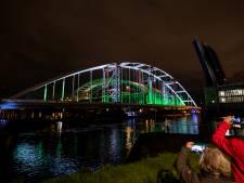 Spektakeltransport vindt éindelijk plaats: Unieke beelden van Suurhoffbrug onderweg naar de Maasvlakte
