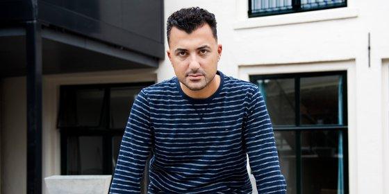 Boekenweekessay van Özcan Akyol jaagt boekhandel de gordijnen in (en die niet alleen)