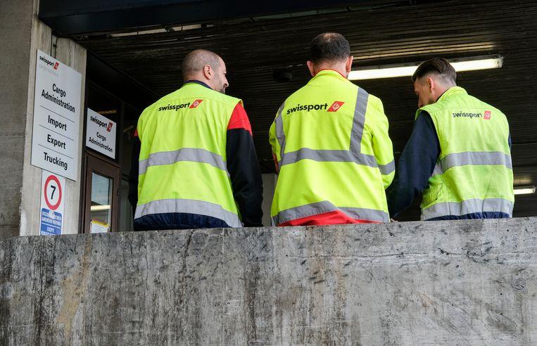 Bij bagageafhandelaar Swissport zijn 1.469 jobs bedreigd. Beeld EPA