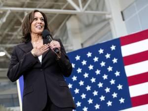 Qui est Kamala Harris, la colistière de Joe Biden?