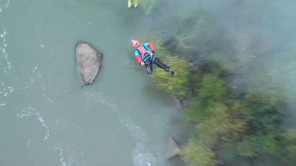Honderden waaghalzen duiken 267 meter de rivier in