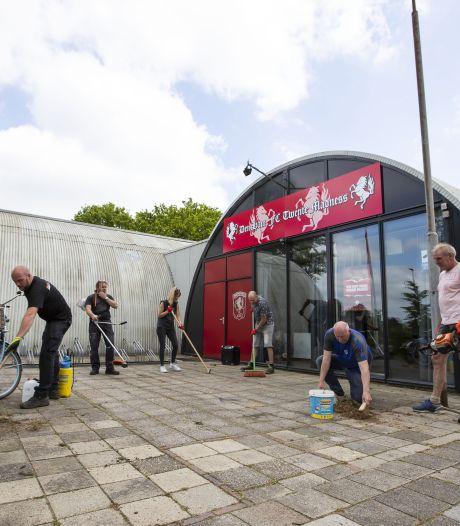 Hoe een verkeerde KvK-code ervoor zorgt dat FC Twente-supportersvereniging Den Ham geen financiële hulp krijgt (en anderen wel)