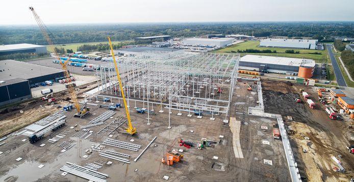 Het nieuwe distributiecentrum van supermarktketen Plus is in aanbouw op Vorstengrafdonk in Oss.