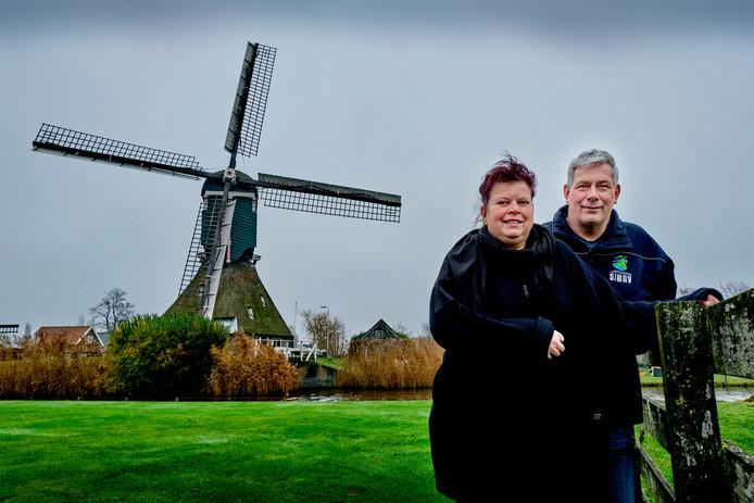 Monique en Antoine Walsemann wonen sinds 2015 in de nog werkende wipwatermolen aan de Hofwegen in Bleskensgraaf.