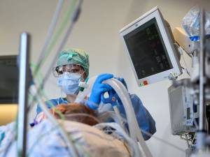 Il reste moins d'un lit en soins intensifs disponible par hôpital