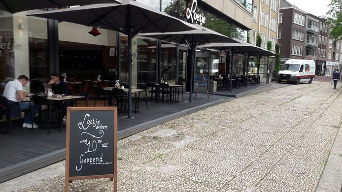 Loetje in Arnhem 'low profile' geopend op vrijdag 30 juli 2021.