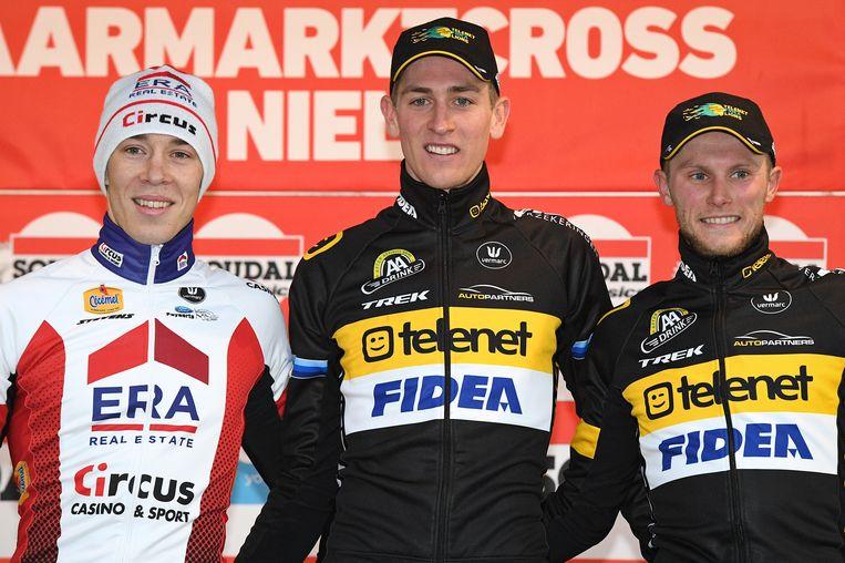 Het podium van de Jaarmarktcross van vorig jaar, met van links naar rechts: Laurens Sweeck, winnaar Toon Aerts en Corné Van Kessel.