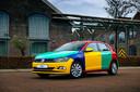 Een nieuwe Volkswagen Polo omgetoverd in de bonte kleuren van destijds, ter gelegenheid van Blue Monday en om zoals toen aandacht te trekken voor de huidige generatie Polo.