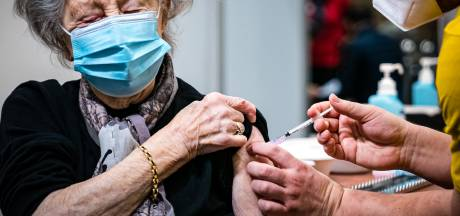 Nieuwsoverzicht | Steeds minder Brabantse ouderen sterven door corona - Nepagent betrapt tijdens uitdelen boete