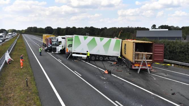 Vrachtwagenchauffeur omgekomen bij ongeluk op A67 bij Asten, weg weer vrijgegeven