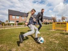 Na twee jaar heeft Luuk zijn voetbaldoeltjes, ADO-doelman komt langs om te keepen