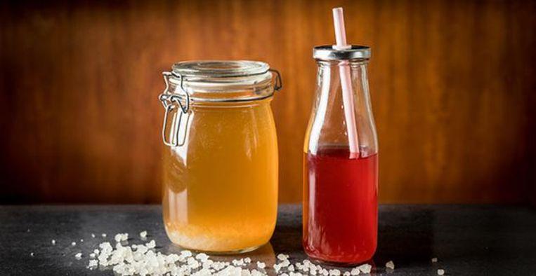 Waterkefir vs. kombucha: hierin verschillen deze gefermenteerde drankjes Beeld Getty Images