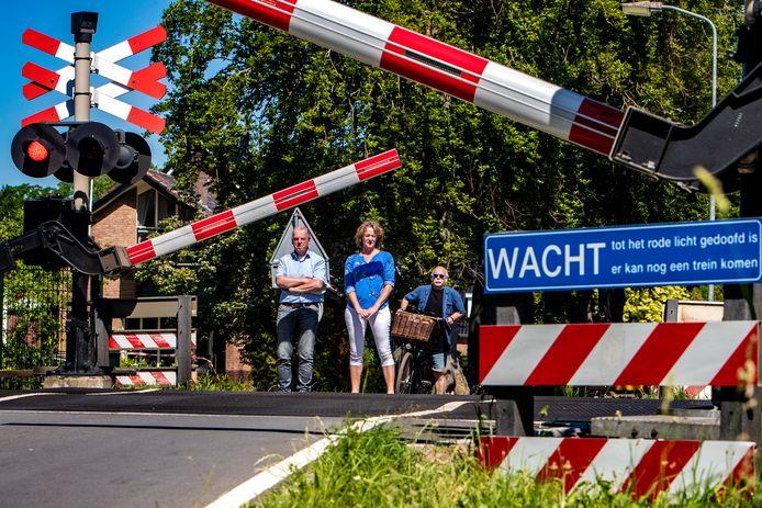 De spoorwegovergang aan de Dernhorstlaan is een van de spoorwegovergangen in Twello die mogelijk gaat sluiten.