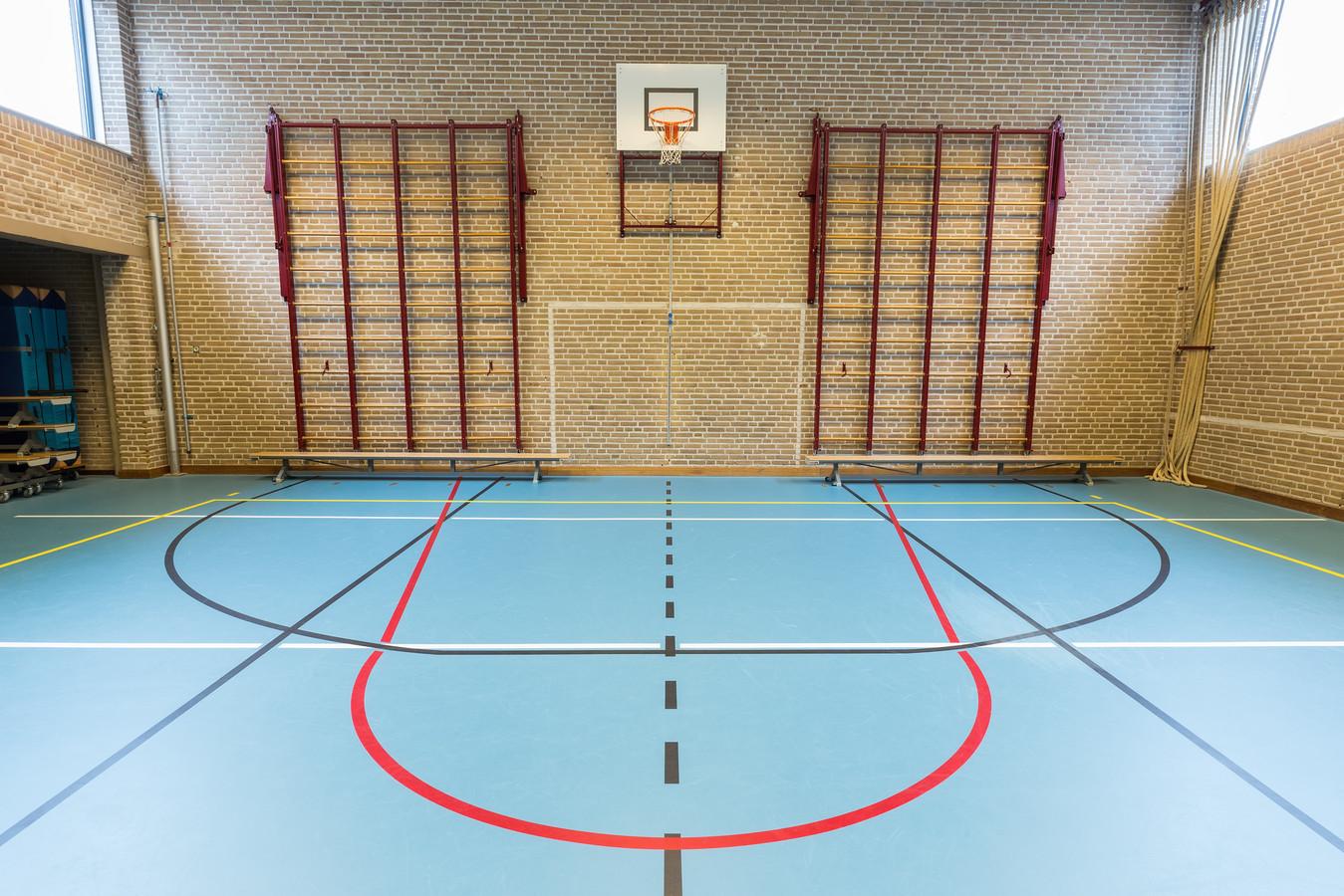 Een gymlokaal op een middelbare school.