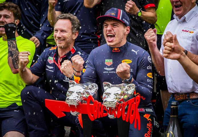Max Verstappen en teambaas Christian Horner vieren feest na Max' overwinning in Duitsland.