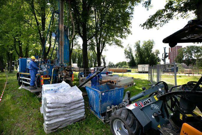 Werk aan de vervuilde bodem in Meerhoven.