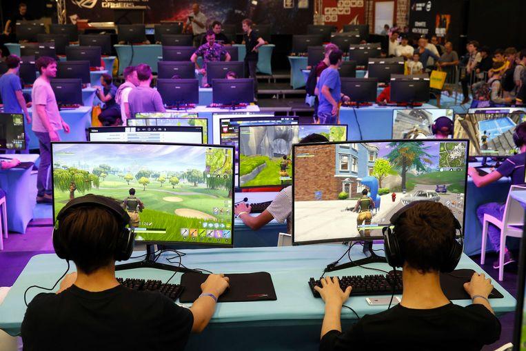 jonge Fortnite-gamers in volle actie.