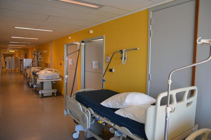Omdat voor coronapatiënten meer verpleegkundig personeel nodig is, moeten afdelingen gesloten worden in het Mariaziekenhuis.