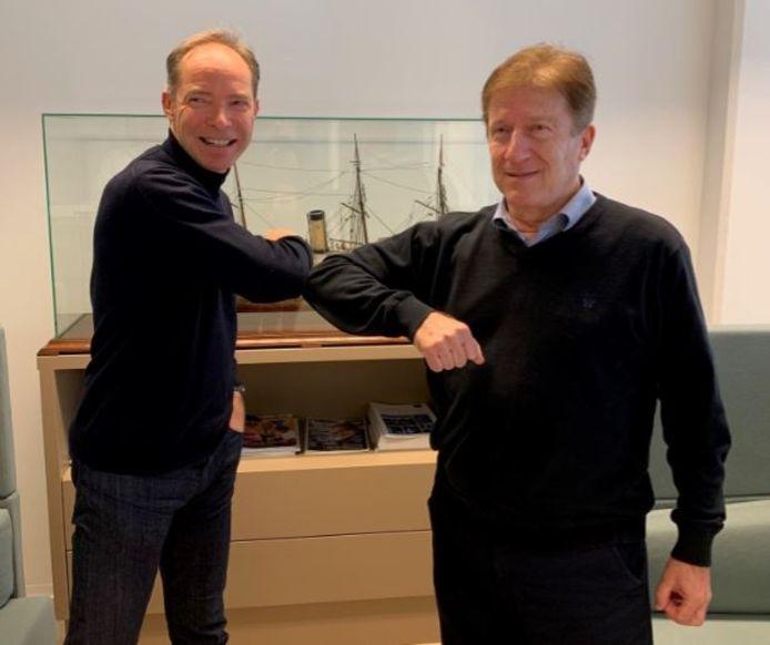 Zaakvoerder Guy Slagmulder (links) en Zwony Nesic, zaakvoerder van Gas Applications & Services, bekrachtigen de overname met een coronaproof elleboogje.