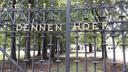 Villa Dennenhoef stamt uit 1910 en haalde het landelijk nieuws in 1994, toen topcrimineel Antonio Brizzi er werd vermoord.