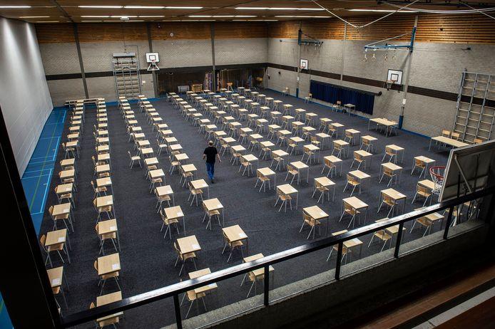 Sporthal Arkendonk is helemaal ingericht voor de schoolexamens van de Oosterhoutse mavo Curio effent.