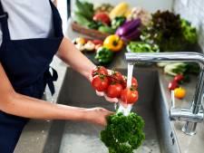 Groente en fruit: welke kun je beter wel afspoelen en bij welke is dat onnodig?