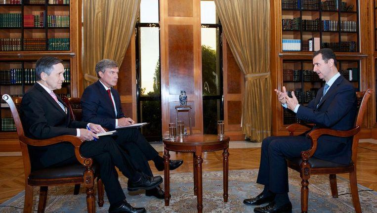 De Syrische president Assad geeft donderdag een interview aan journalisten van het Amerikaanse Fox News. Beeld afp