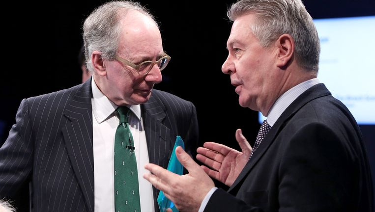 De Britse eurogezinde ex-minister van Buitenlandse Zaken Malcolm Rifkind en voormalig eurocommissaris Karel De Gucht. Beeld © GETTY