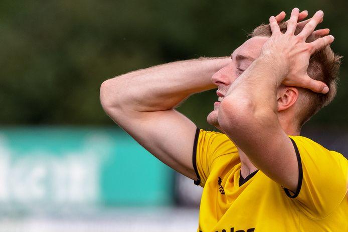 Alcides verloor vorige week met 0-3 van HBS en heeft op bezoek bij De Zouaven dus wat recht te zetten. De ploeg uit Meppel bakt er vooralsnog echter heel weinig van en dreigt tegen een enorme afstraffing aan te lopen.
