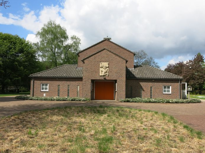 De aula van het uitvaartcentrum aan de Loolaan in Doetinchem wordt ingericht als bezoekerscentrum en oorlogsmuseum.