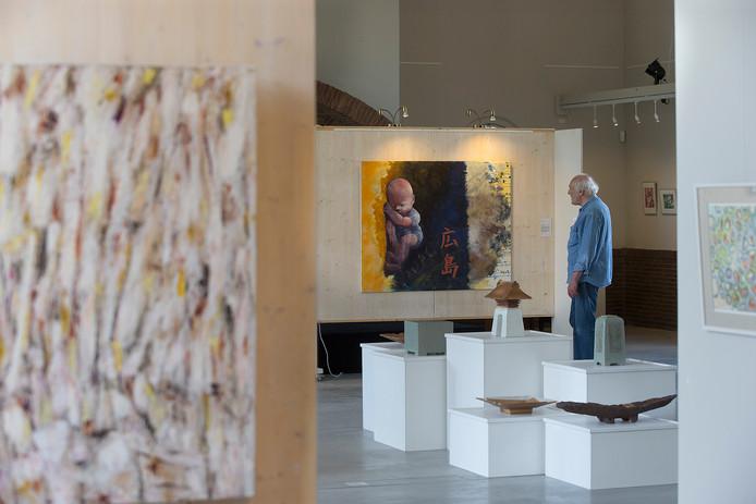 Doorkijkje naar een werk van Teeyoo bij de expositie 'BREEKijzer Breekt Uit' in Bredevoort.