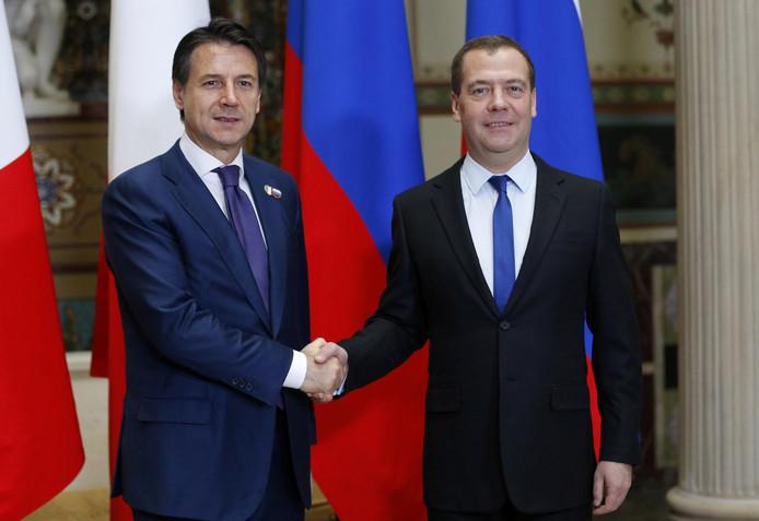 Le Premier ministre italien Giuseppe Conte et son homologue russe Dmitri Medvedev