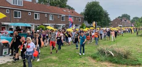Duizenden mensen bij protestmars in Amsterdam tegen coronaregels