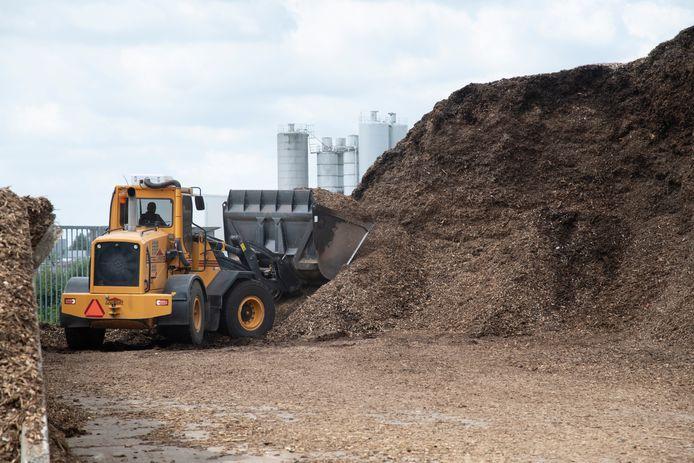Houtsnippers bij de biomassacentrale BECC in Cuijk.