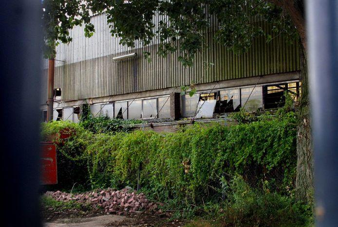 Vervallen pand op het bedrijventerrein De Krogten in Breda-Noord.