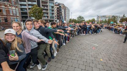 605 schootzitters verbreken het Wereldrecord schootzitten
