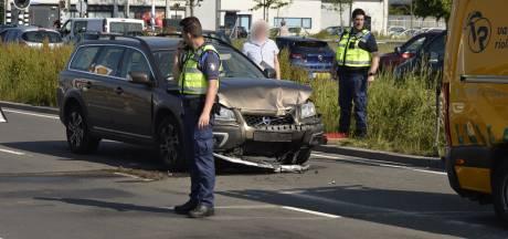 Drie auto's botsen op elkaar in Breda, niemand raakt gewond