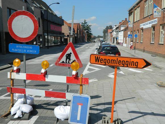 In de Kloosterstraat is er vanaf deze week geen doorkomen aan.