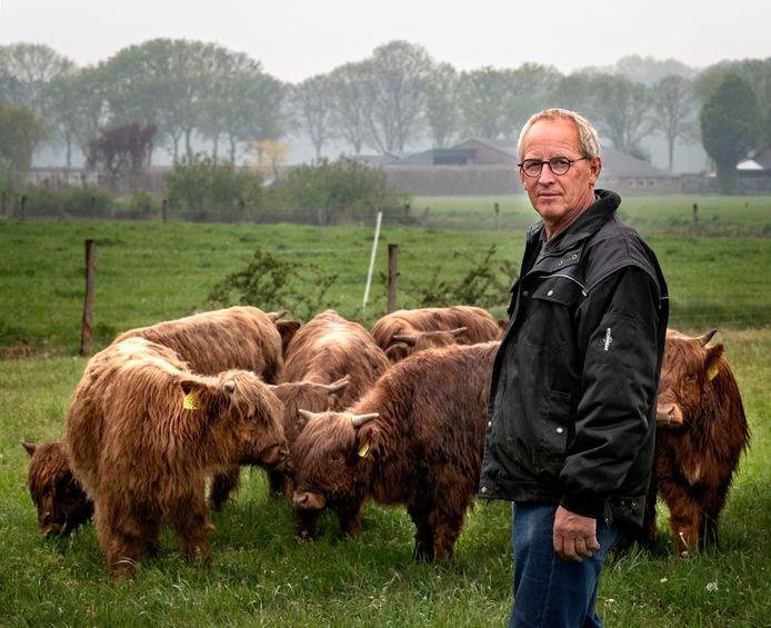 Jos Leenders bij een deel van zijn kudde in Someren-Eind.
