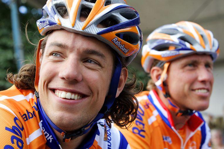 Rabobank wielrenners Thomas Dekker (L) en Michael Boogerd voor de start van het Nederlands kampioenschap 2007 Beeld ANP
